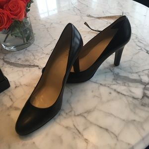Ralph Lauren pumps. Worn twice. 9.5. Black